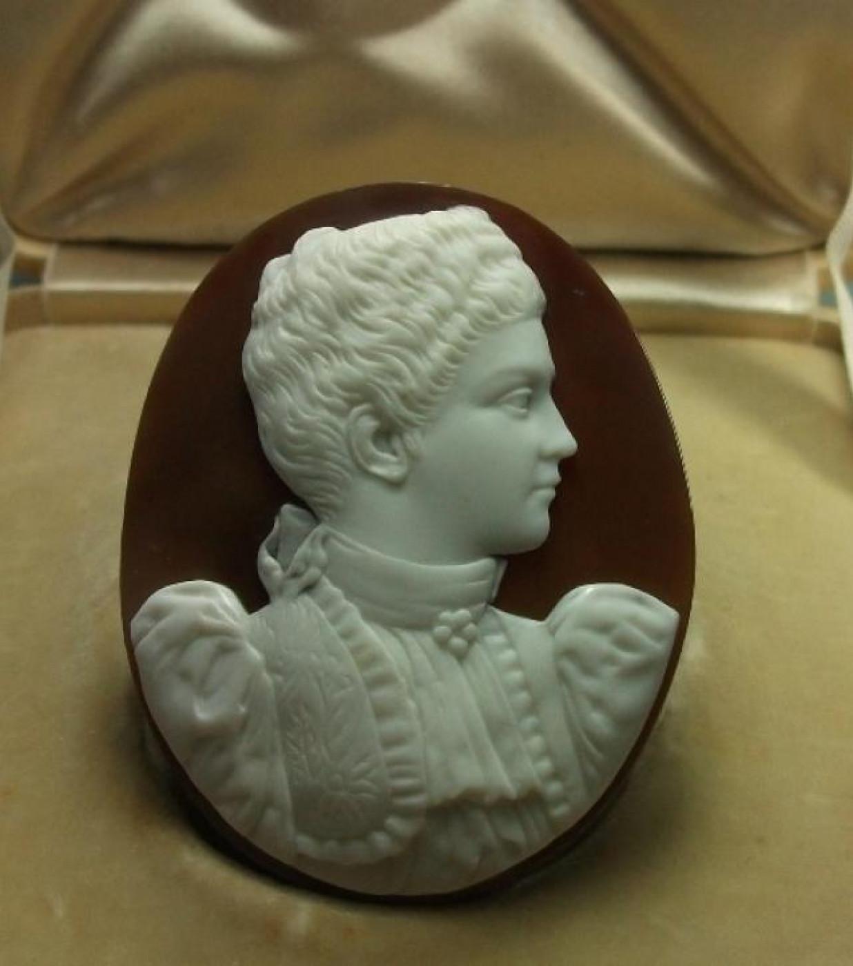 Rarest Cameo of Queen Elena of Italy - Cased
