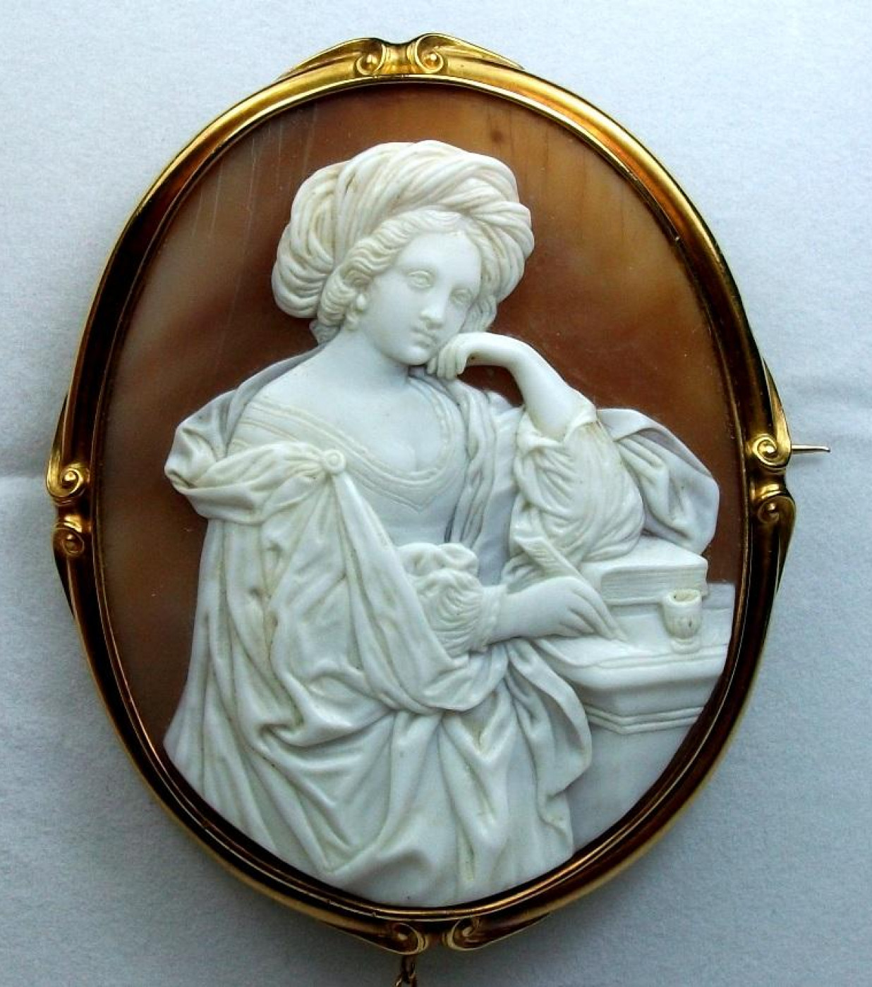 Exceptional Large Cameo of the Persian Sibyl